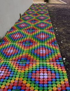 Lids of plastic bottles: rough material for crafts - InteriorSherpa rainbow or mosaic Bottle Top Art, Bottle Top Crafts, Diy Bottle, Bottle Caps, Plastic Bottle Tops, Reuse Plastic Bottles, Plastic Bottle Crafts, Plastic Craft, Recycled Art Projects
