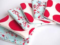 Lingettes en coton réutilisables, pour bébé ou pour se démaquiller en douceur et dans le respect de l'environnement. Cousu main par la boutique #theonebag, absolument zéro déchet ! On adore chez DaWanda.com <3