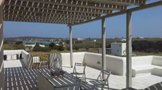 Villa Georgia Santa Maria Villa Georgia is a detached holiday home set in Santa Maria in the Paros Region and is 37 km from M?konos City. The property boasts views of the garden and is 2.1 km from N?ousa. Free WiFi is featured and free private parking is available on site.