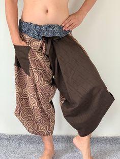 Samurai Pants Harem pants have fisherman pants style wrap around waist Gypsy Pants, Boho Pants, Pants Style, Yoga Trousers, Harem Pants, Samurai Pants, Fashion Pants, Mens Fashion, Thai Pants