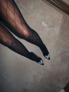 Gucci Logo Tights Lornaluxe - pinupi love to share Gucci Logo, Gucci Gucci, New Years Eve Outfits, Sheer Tights, Black Tights, Tights Outfit, Flappers, Gucci Black, Fashion Outfits