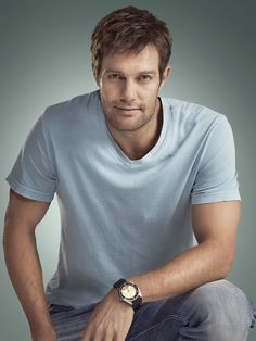 Geoff Stults The Finder  I love this show and his flip up sunglasses.