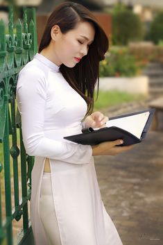 All sizes | 01_ny | Flickr - Photo Sharing! Vietnamese Clothing, Vietnamese Dress, Asian Woman, Asian Girl, Asian Ladies, Vietnam Girl, Thai Dress, Beautiful Asian Women, Ao Dai
