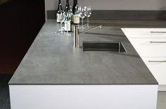 At Imm Cologne Kemie introduces first solid ceramic worktop Kitchen Tops, New Kitchen, Kitchen Dining, Dining Table, Kitchen Worktops, Ceramic Materials, Küchen Design, Apartment Living, Home Kitchens