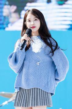 [IU] 180,930 holgabun Market Photos-KPOP IDOL.NET Pretty Korean Girls, Beautiful Asian Girls, Beautiful Person, Korean Photoshoot, Kpop Girl Bands, Girl Artist, Iu Fashion, Korean Actresses, Korean Celebrities