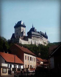 Nenapadá vás, kam si zajet udělat krásný výlet? A co české hrady? Ukážeme vám 30 nejkrásnějších hradů v ČR, které stojí za to navštívit. Day Off, Free Time, Sunny Days, Castle, Mansions, House Styles, Instagram, Luxury Houses, Palaces