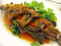 Fried fish with sweet & sour sauce