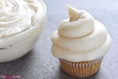 Sweet and slightly tangy, this quick and easy Classic Cream Cheese Frosting comes together with four ingredients and complements a variety of cakes & cupcakes! Best Frosting Recipe, Easy Icing Recipe, Homemade Frosting, Frosting Recipes, Köstliche Desserts, Delicious Desserts, Dessert Recipes, Cheesecake Recipes, Strawberry Filled Cupcakes