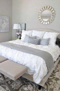 Vous aimez le gris mais vous n'osez pas décorer votre chambre de peur que le résultat soit terme ou triste ? Alors, voici 40 chambres grises très déco qui