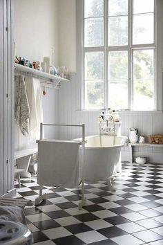 37 Creative Black And White Tile Bathroom Decor Ideas - Home Bestiest Home Interior, Bathroom Interior, Modern Bathroom, Interior Design, White Bathrooms, Design Bathroom, Redo Bathroom, Bathroom Vintage, Classic Bathroom