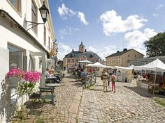 Market square of Porvoo, Finland (by annelivia / piia anneli) Baltic Cruise, Lapland Finland, Scandinavian Countries, Europe, City Landscape, Travel And Leisure, Wonderful Places, Amazing Places, Helsinki