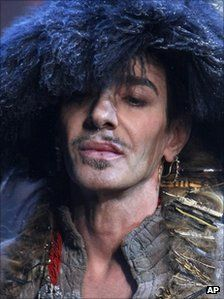John Galliano - Rise and fall of a tormented celebrity - by Christian Fraser, BBC News Paris Galliano Dior, John Galliano, Costumes Couture, Anna Wintour, New Paris, British Style, Passion For Fashion, Beautiful Men, Handsome