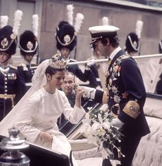 Hello!-King Carl Gustaf helps the new Queen Silvia out of the carriage; Silvia wears the Cameo Tiara, also worn by her sisters-in-law Princesses Birgitta and Princess Désirée on their wedding days, a tradition carried on by her daughter Crown Princess Victoria on her wedding day in 2010.