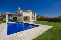 Villa Baratto  Luxe vakantievilla met zwembad ruime tuin en volleybal- en badmintonveld  EUR 1097.93  Meer informatie  #vakantie http://vakantienaar.eu - http://facebook.com/vakantienaar.eu - https://start.me/p/VRobeo/vakantie-pagina