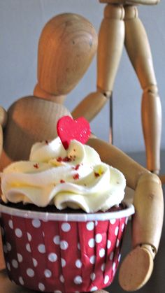 Pretty cupcake styling by V & Me.