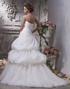 -line Sweetheart Sleeveless Organza Wedding Dress