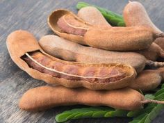 Today, we are going to show you the 10 health benefits of tamarind. Fruit of the tamarind, the tamarind is extremely widespread in Africa, India Tamarind Fruit, Tamarind Sauce, Asian Recipes, New Recipes, Cooking Recipes, Cooking Tips, Tamarind Paste Recipes, Everyday Dishes, Fruit Photography