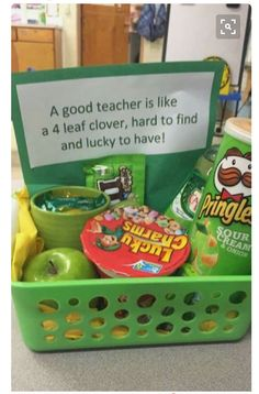 Awesome gift idea for teachers! Green Saint Patrick's Day themed DIY gift basket idea. Awesome gift idea for teachers! Green Saint Patrick's Day themed DIY gift basket idea. Simple Gifts, Easy Gifts, Creative Gifts, Homemade Gifts, Homemade Teacher Gifts, Themed Gift Baskets, Diy Gift Baskets, Teacher Gift Baskets, Cute Teacher Gifts