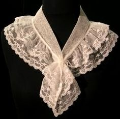 I like this fichu. Would make for a lovely addition to a plain day Regency dress. I like this fichu. Would make for a lovely addition to a plain day Regency dress. Lace Collar, Collar And Cuff, Historical Costume, Historical Clothing, Vintage Outfits, Vintage Fashion, Regency Dress, Linens And Lace, Neck Scarves