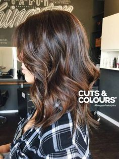 Brunette | Halflang haar | CUTS & COLOURS