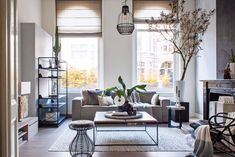 Klaas occupies the first floor of a 1901 mansion in the Dutch city of 's-Hertogenbosch. This interior designer has always dreamed of living in such a house, with its high ceilings and many original features still intact.