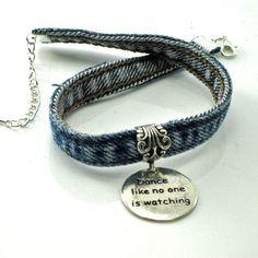 Denim gargantilla gargantilla de encanto regalo por GlobalBrights Recycled Jewelry, Recycled Denim, Handmade Jewelry, Fabric Jewelry, Beaded Jewelry, Jewelry Art, Denim Bracelet, Denim Ideas, Denim Crafts