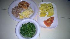 Menu sahur hari ke 7 Nasi beras merah, telur ceplok, udang goreng, sayur bening bayam