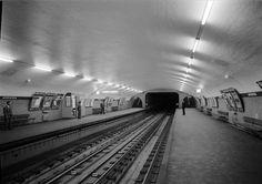 Cais da estação da Avenida. Fotógrafo: Estúdio Horácio Novais. Data de produção da fotografia original: posterior a 1959.  [CFT164-56690.ic]