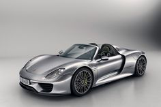 Porsche Officially Unveils the 918 Spyder