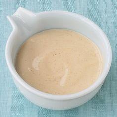 Perfekt zum Dippen von Fleisch und Gemüse. Unser Rezept für den Alleskönner unter den Fondue-Saucen.
