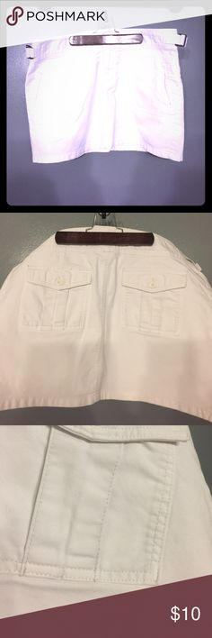 "Old Navy white miniskirt Great for spring and summer! Side and back pockets, side. Ickes to adjust waist. Some slight discoloration on back pockets (see photos) otherwise still pristine white! Excellent used condition! Measures approx. 14.5"" from waist to hem lying flat. Old Navy Skirts Mini"