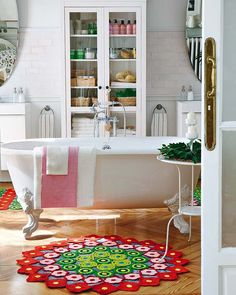 Great Bathroom - Love the Rug