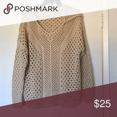 Knitted sweater Tan hooded sweater, in great condition. ecote Sweaters