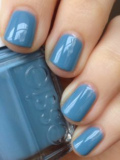 Short 'n Chic: Essie Truth or Flare