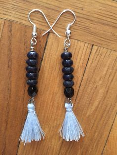 Boucles d'oreilles lapis-lazuli et pompons bleu ciel..   http://www.alittlemarket.com/boutique/maps_creation-2284207.html