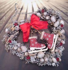 Srdce+a+brusličky+Velké+zimní+závěsné+srdce+z+proutí,+sušina,+brusličky,+šířka+srdíčka+36+cm,+výška+celého+závěsu+46+cm. Advent, Christmas Wreaths, Sweet Home, Holiday Decor, Home Decor, Decoration Home, House Beautiful, Room Decor, Home Interior Design