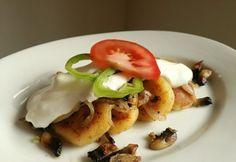 Gombás-fokhagymás dödölle Eggs, Dishes, Meat, Vegetables, Breakfast, Food, Lasagne, Beef, Morning Coffee