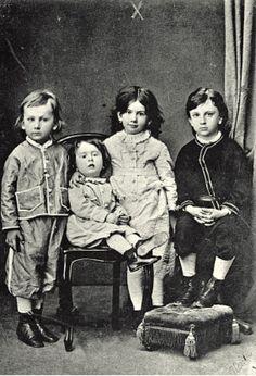 10 июля (28 июня по старому стилю) 1863 года в Ясной Поляне родился первенец Льва Николаевича Толстого. Писатель увидел в этом хороший знак. Цифра 28 считалась у него магической.
