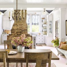 Singer-songwriter Holly Williams is transforming her tired farmhouse.