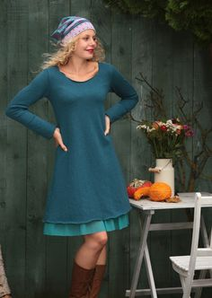 Ein Winterkleid, das pure Lebensfreude ausstrahlt. Farbenfroh, weich und superbequem.  Besonderheiten: - figurnah in A-Form geschnitten, nicht eng am Bauch - Rundhalsausschnitt - unglaublich weiche...