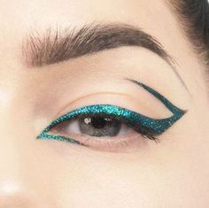Did a glitter eyeliner :) for product list go to lindahallberg.com #eotd #mua…