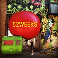 On tour Antwerp. ⬛️Getting used to have some weight above me⬛️#52weeksontour #antwerp #redballproject #bigballoon #flashy #caravan #graffiti #streetart #gotstuck #weight #hotinthecity #instaoftheday #hot  @antwerp_hotspots @denantwerpenaar