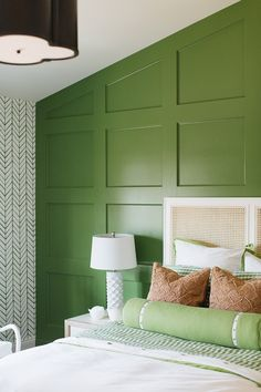 Best Bedroom Paint Colors Ideas and Design for You - Inspiring Home Green Bedding, Bedroom Green, Master Bedroom, White Bedroom, Wall Behind Bed, Feather Wallpaper, Bedroom Door Design, Green Paint Colors, Accent Wall Bedroom