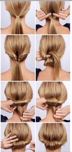 まずくしで全体をとかしたらゴムで1つに縛ります。ゴムを少し下に引っ張って隙間を作ったら、ゴムより下をそこにくぐらせてくるりんぱ。緩い場合は少ししめてください。完全に通しきったら再びその隙間に髪の毛を通します。
