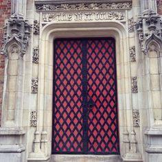 Ik fotografeerde deze deur voor mijn vorig 365 dagenproject (@mdv365) maar had toen de letters niet opgemerkt. Ik zag ze dit weekend toen ik...