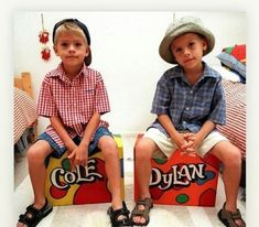 cole and dylan sprouse Dylan Sprouse, Sprouse Bros, Cole M Sprouse, Zack E Cold, Old Disney Channel, Dylan And Cole, Riverdale Cole Sprouse, Anderson Cooper, Goldie Hawn