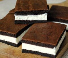 Kinder mliečny rez – rýchly a výborný koláčik bez múky! Sweet Desserts, Sweet Recipes, Delicious Desserts, Cake Recipes, Dessert Recipes, Yummy Food, Sweet Cooking, Czech Recipes, Sweet And Salty