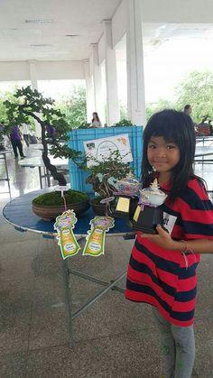 Ganadora de 2 premios en la Exposición de Bonsái en Tailandia 1-3 de julio 2016. El Bonsai está más allá de fronteras, idiomas o edades!  Foto del Facebook del Facebook deน้ำฝน เงินล้อม.