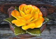 keramiek voor buiten inspiratie gele roos Inspiratiefotos door Jen van Wijngaarden Frans keramiek, een traditie.
