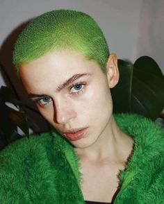 Shes my spirit animal Hair Inspo, Hair Inspiration, Neon Green Hair, Short Green Hair, Buzzed Hair, Bald Girl, Girl Short Hair, Rainbow Hair, Hair Art